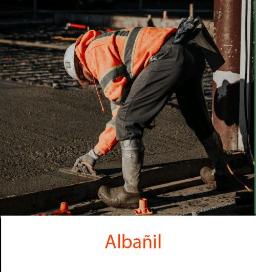 Albañil realizando trabajos y que está dado de alta en Camarounds