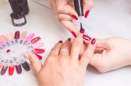Manicura y pintado de uñas