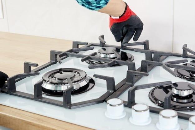 Una limpieza profunda es la mejor manera para intentar resolver una falla en tu estufa