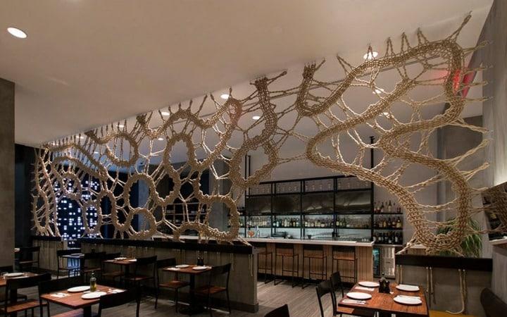 separadores-de-ambientes-en madera hecho para restaurante diseño personalizado