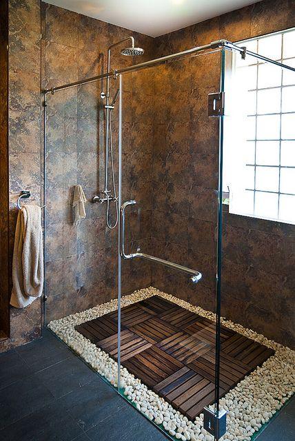 Sé imaginativo cuando cambies tu bañera por un plato de ducha