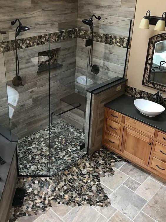 Puedes ser imaginativo cuando cambies tu bañera por una ducha y rompas algunas baldosas