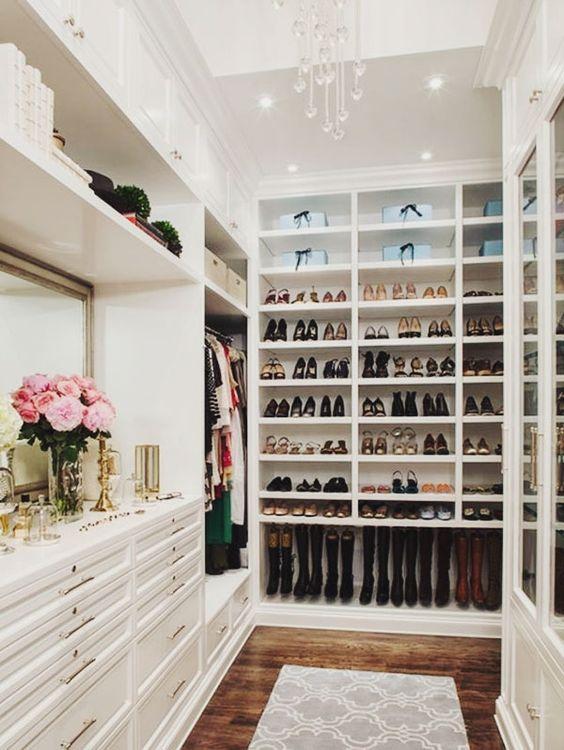 Si tienes botas altas piensa en ellas cuando diseñes tu closet ideal